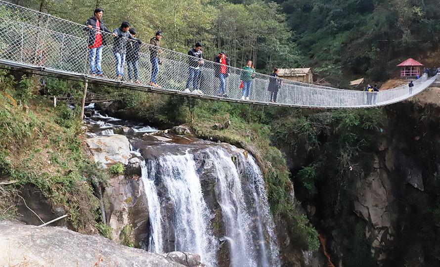 मुवा झरना पर्यटकका लागि आकर्षक गन्तव्य बन्दै