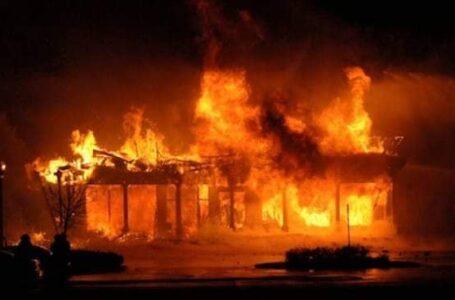 मंगलबारेमा दुईवटा घर जलेर खरानी