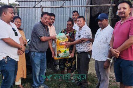 नेपाली कांग्रेसको अनुकरणीय काम : दशैँको अक्षता मुछने चामल नभएका परिवारलाई सहयोग